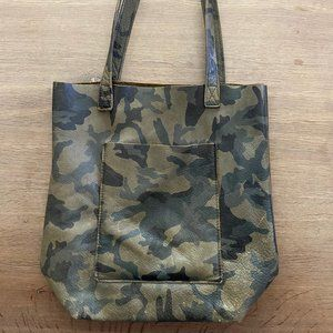 Slouch camo tote bag